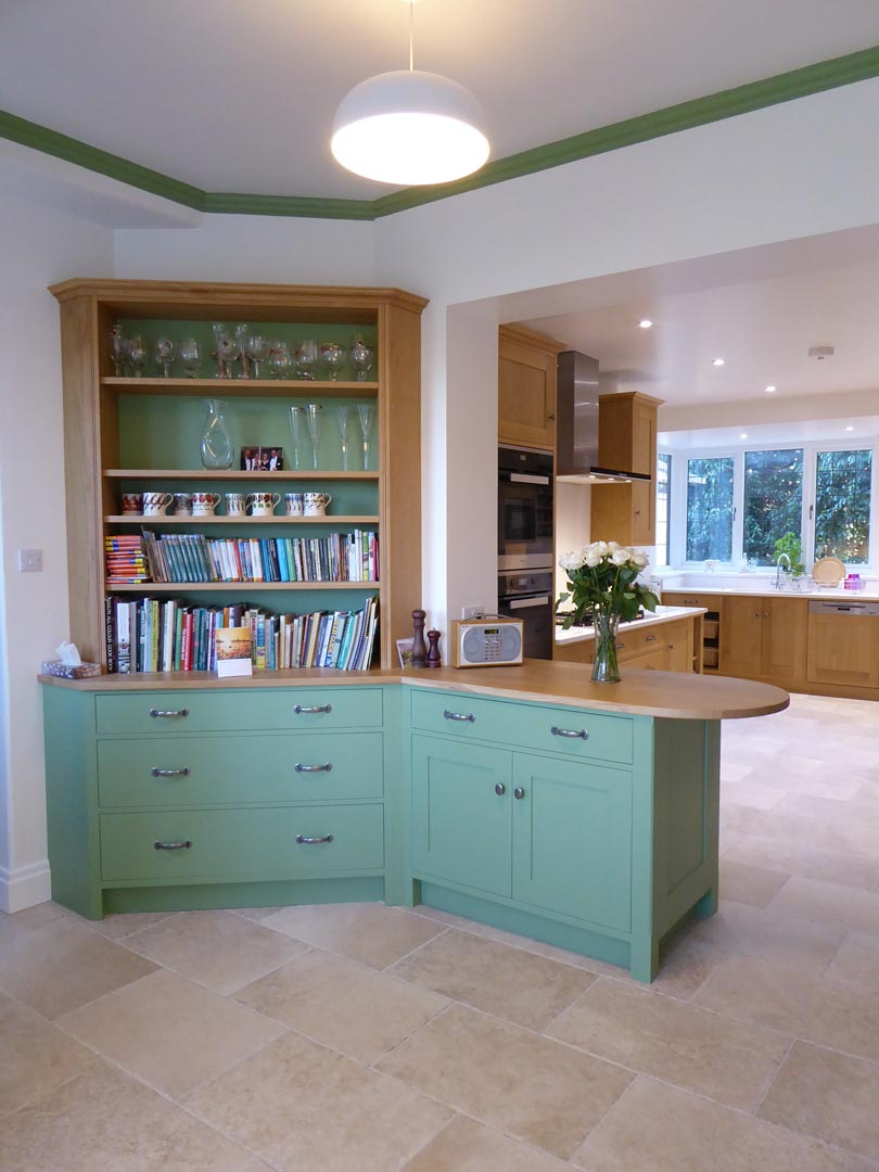 A light and contemporary Oak kitchen