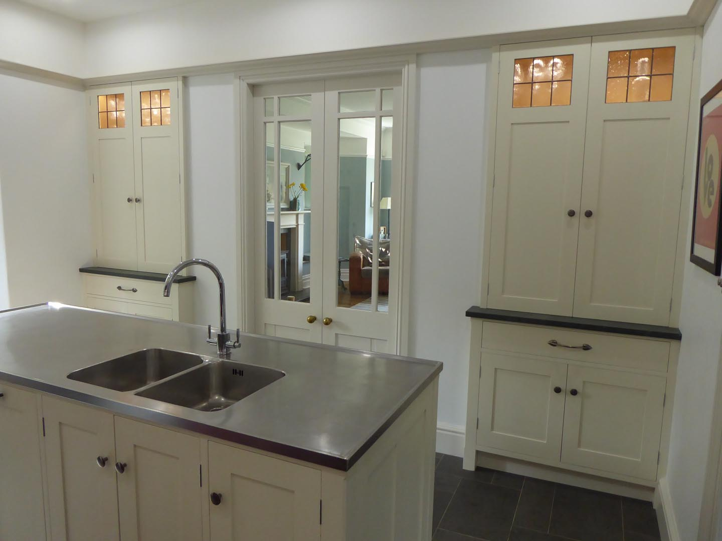 Painted Arts & Crafts Kitchen with Oak Detailing