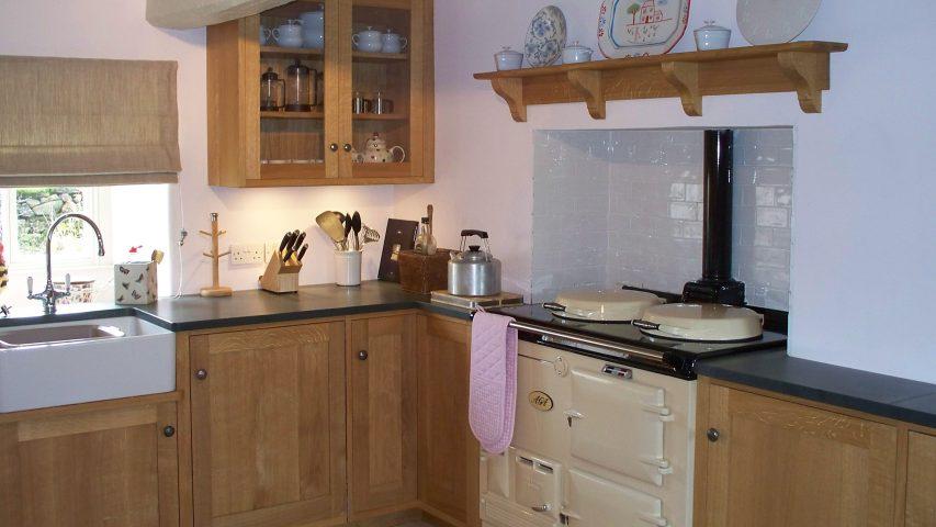 Compact Bespoke Cottage Kitchen