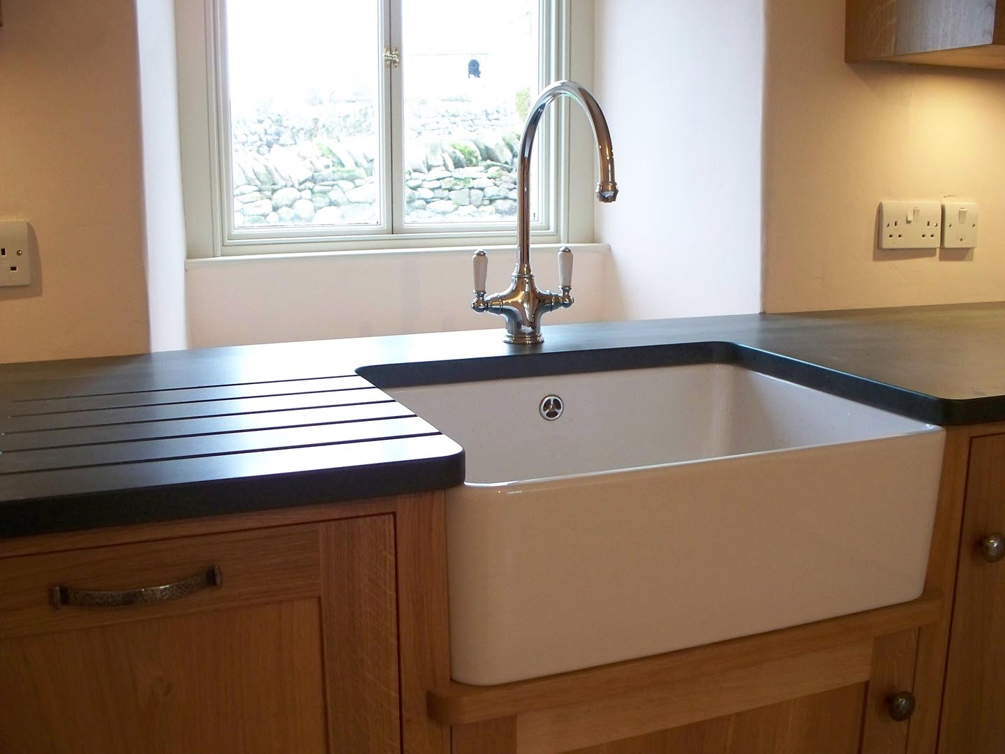 Compact Bespoke Cottage Kitchen